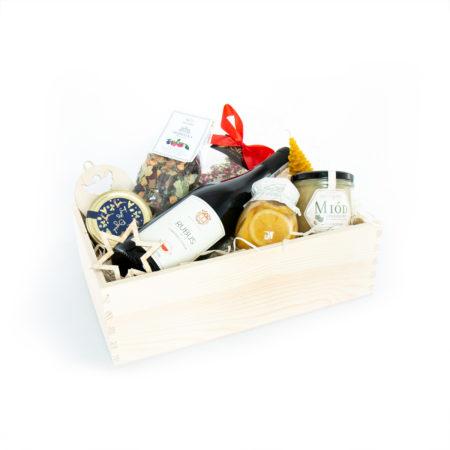 Świąteczny prezent - tradycyjne smakołyki (z winem)